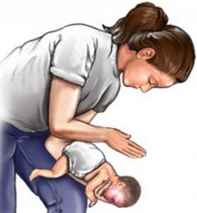 Первая помощь грудному ребенку